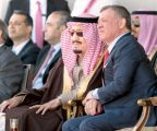 الملك سلمان وعاهل الأردن يشاهدان جانبا من الاستعراض العسكري