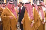الملك يشيد بنتائج القمة..ويصل إلى الرياض يرافقه الحريري