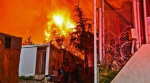 السيطرة على حريق كبير في مخيم للمهاجرين باليونان