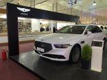 منصة سيارات جينيسيسG90 الجديدة تجذب زوار معرض جدة الدولي للكتاب